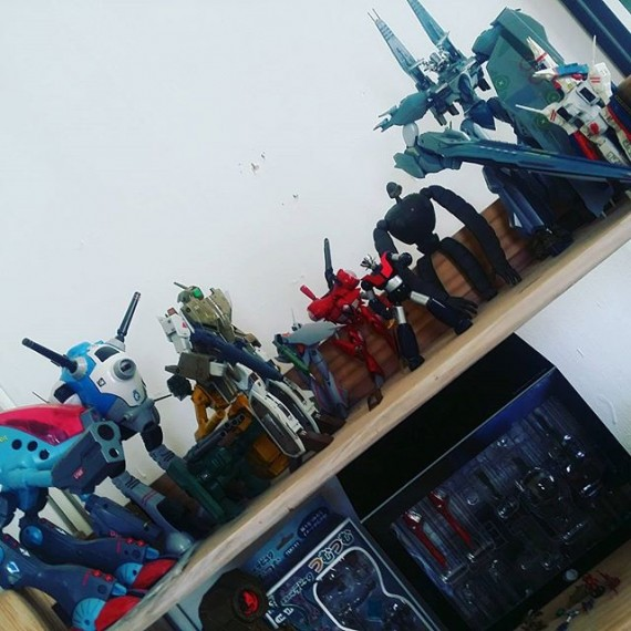 Just rearranged the old studio! Thanks for the help Zeppelin Graphics team! #mecha #macross #artstudio #zeppelingraphics #illustrator