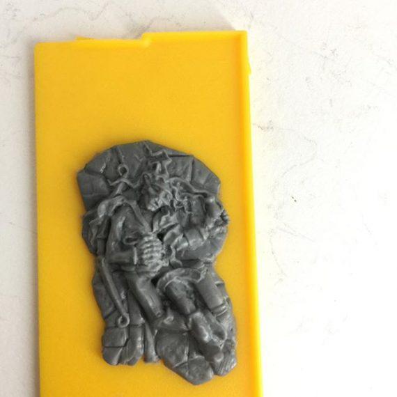 Elf casualty, sculpted for @ye_alchemist_miniatures #28mm #sculptingminiatures #elf #rpg #dungeonsanddragons #pathfinder #tabletop