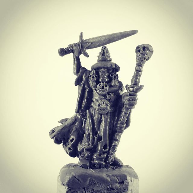 Sculpted this lichemaster. If you'd like to buy the sculpt send me a message :) #28mm #fantasyminiatures #oldhammer #warhammer #scultingminiatures